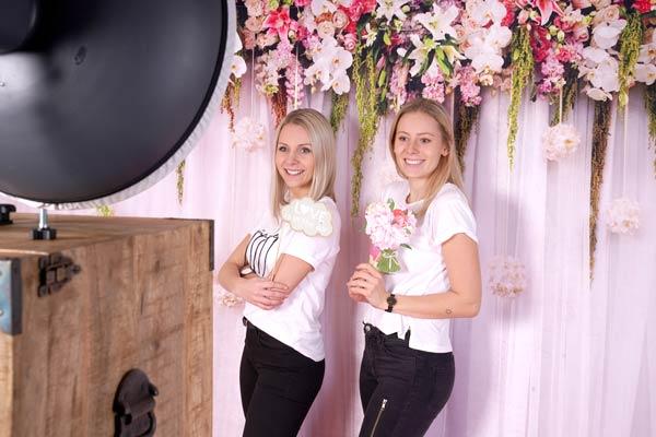 Fotobox Hintergrund weiß mit Blumen